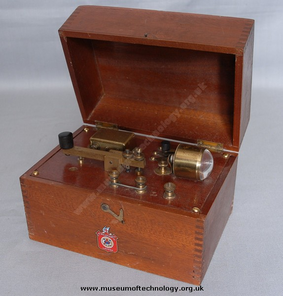 GAMAGES MORSE KIT AND BUZZER, 1940's