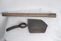 Image of WW1 BRITISH ENTRENCHING HELVE AND HEAD (SPADE), 1914