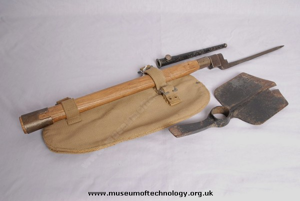 WWII ENTRENCHING  KIT, HEAD (SPADE) AND HELVE