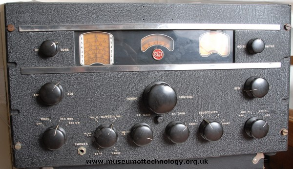 WWII MILITARY RECEIVER RCA AR88