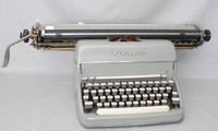 Image of REMMINGTON 'SUPER RITER' STANDARD TYPEWRITER of 1950