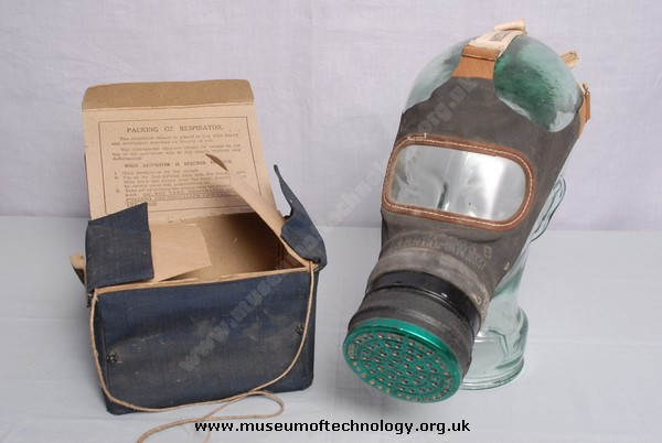 WWII ADULTS GAS MASK